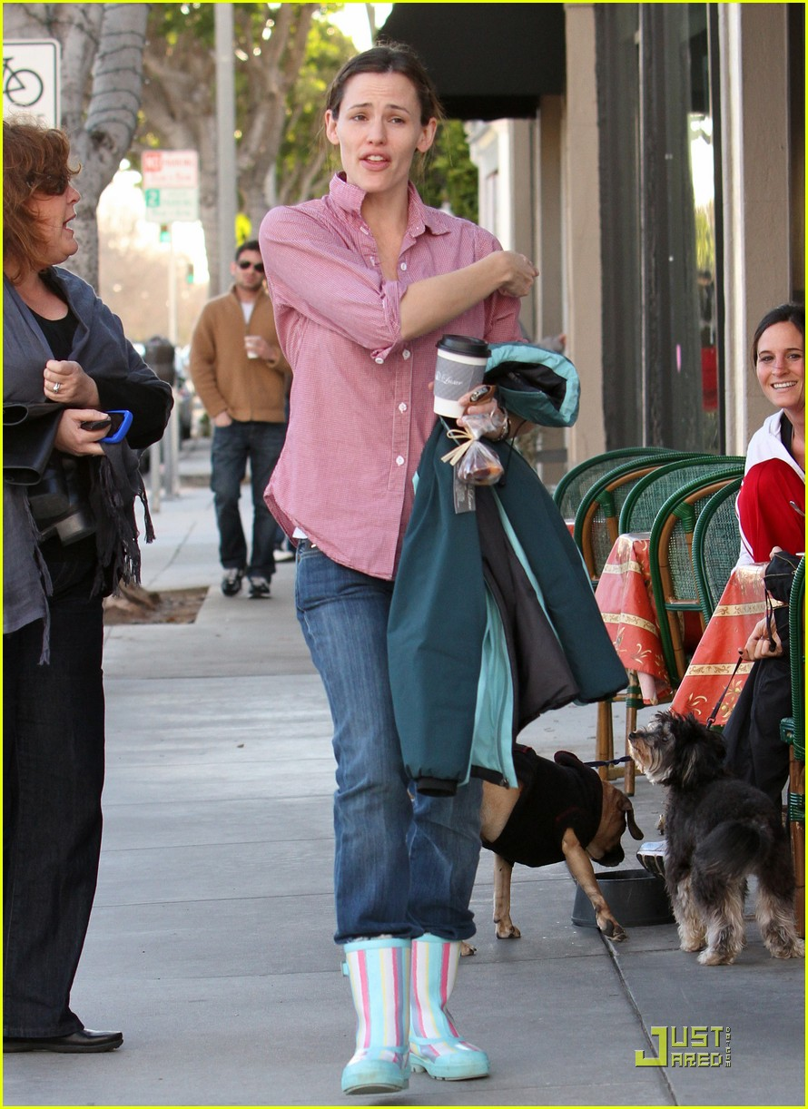 jennifer garner is ready for the rain 072425923
