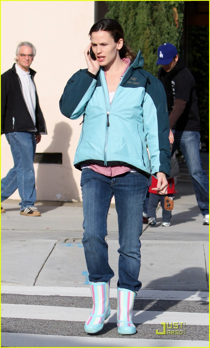 jennifer garner is ready for the rain 102425926