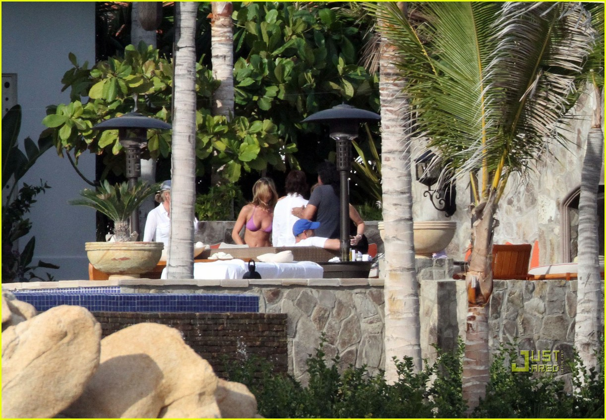 gerard butler jennifer aniston cabo birthday 02
