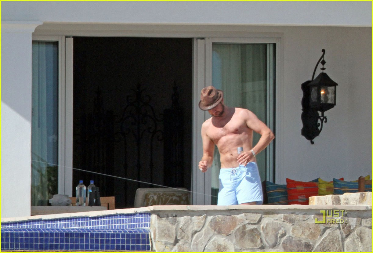 gerard butler jennifer aniston cabo birthday 162426079