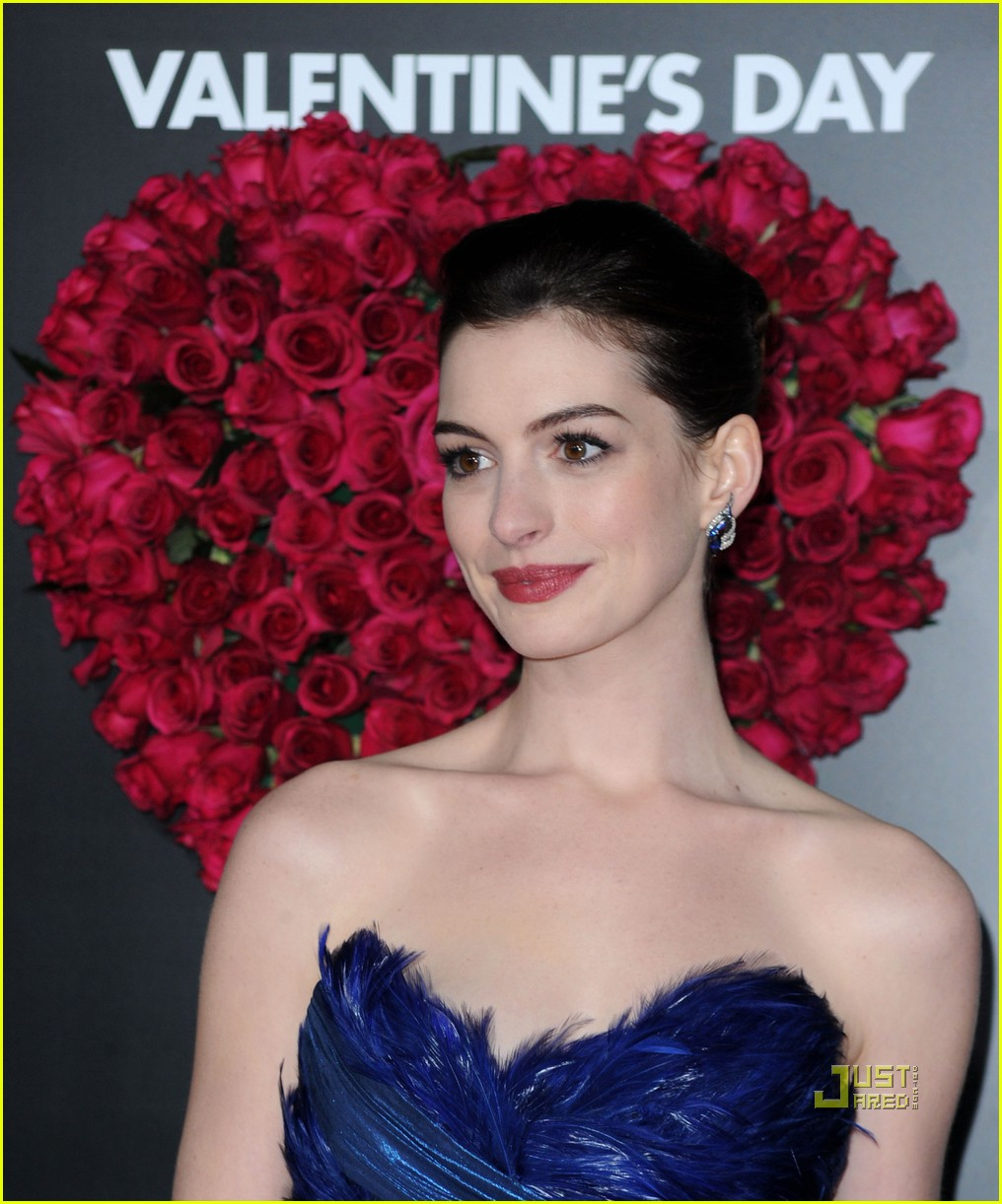 Anne Hathaway Jessica Alba Valentine S Day Vixens Photo