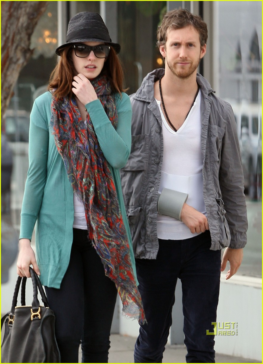 anne hathaway adam shulman furniture shopping 10