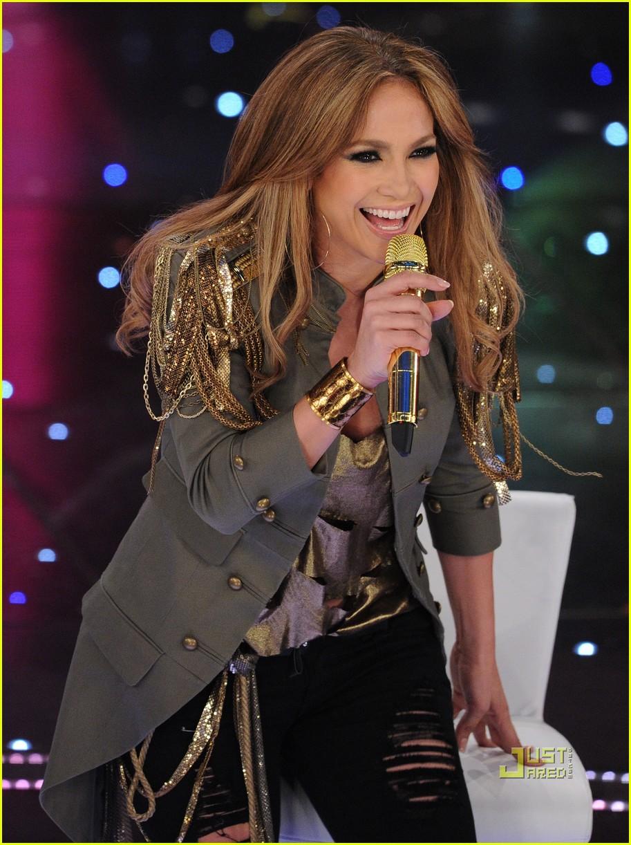 e7cf5a15 Jennifer Lopez Premieres 'What is Love' Live!: Photo 2429061 ...
