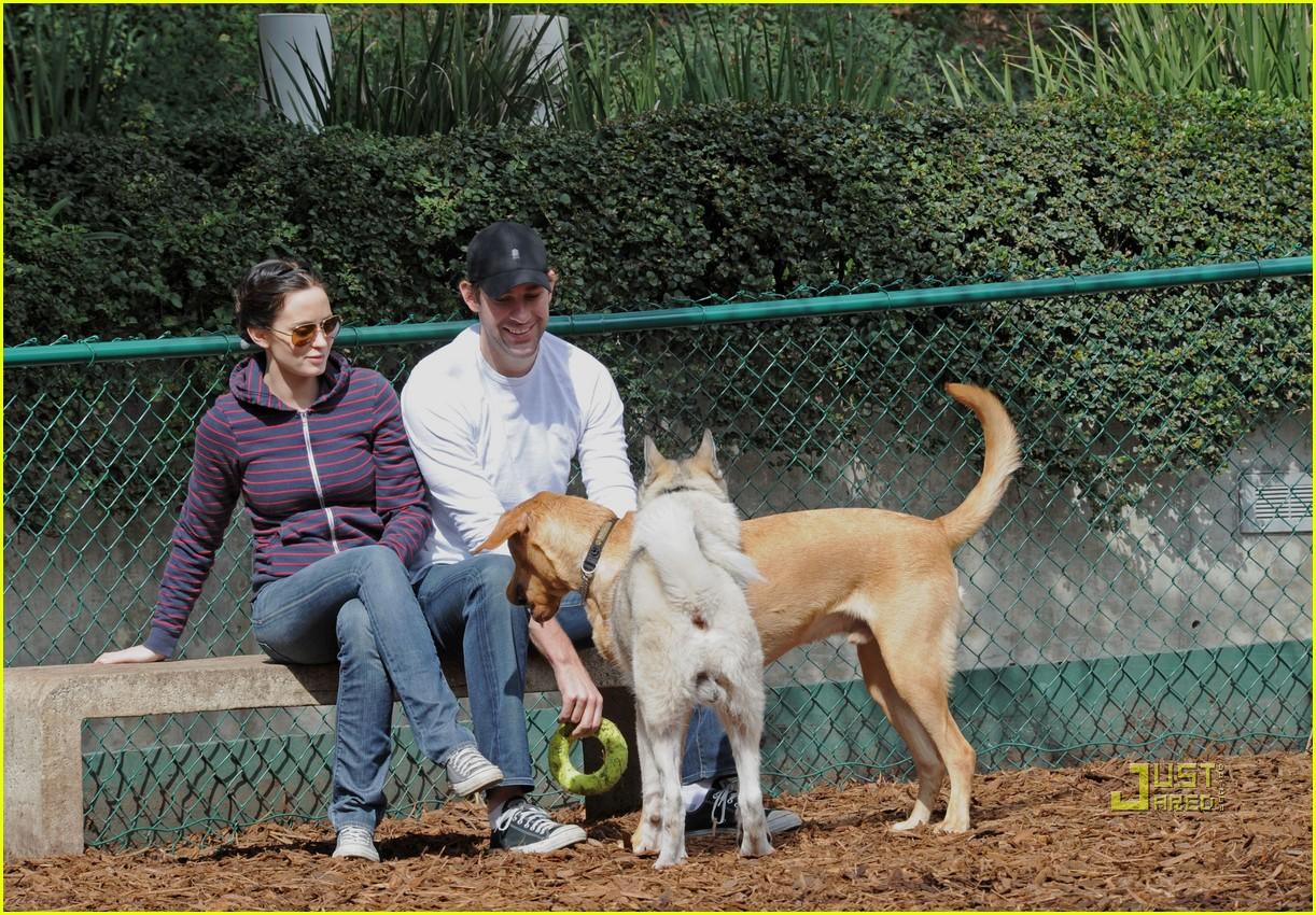 john krasinski emily blunt dog park 132429169