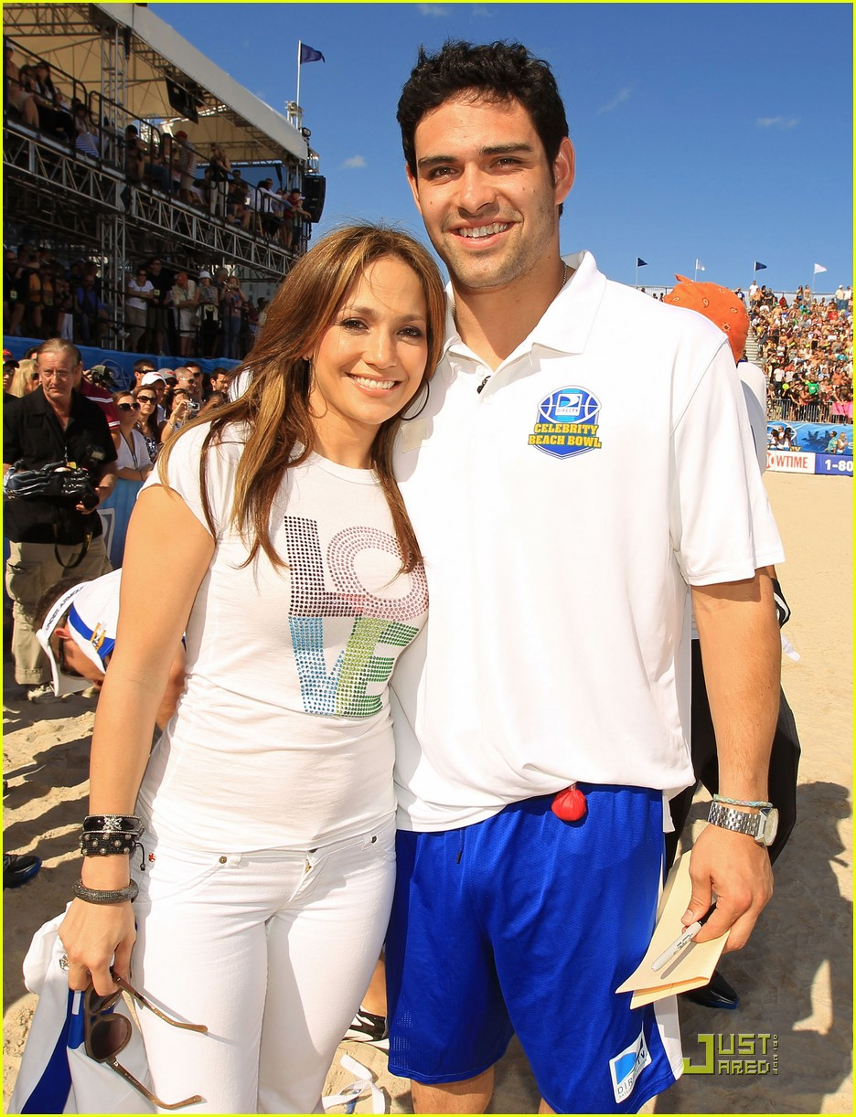 jennifer lopez directv celebrity beach bowl 01