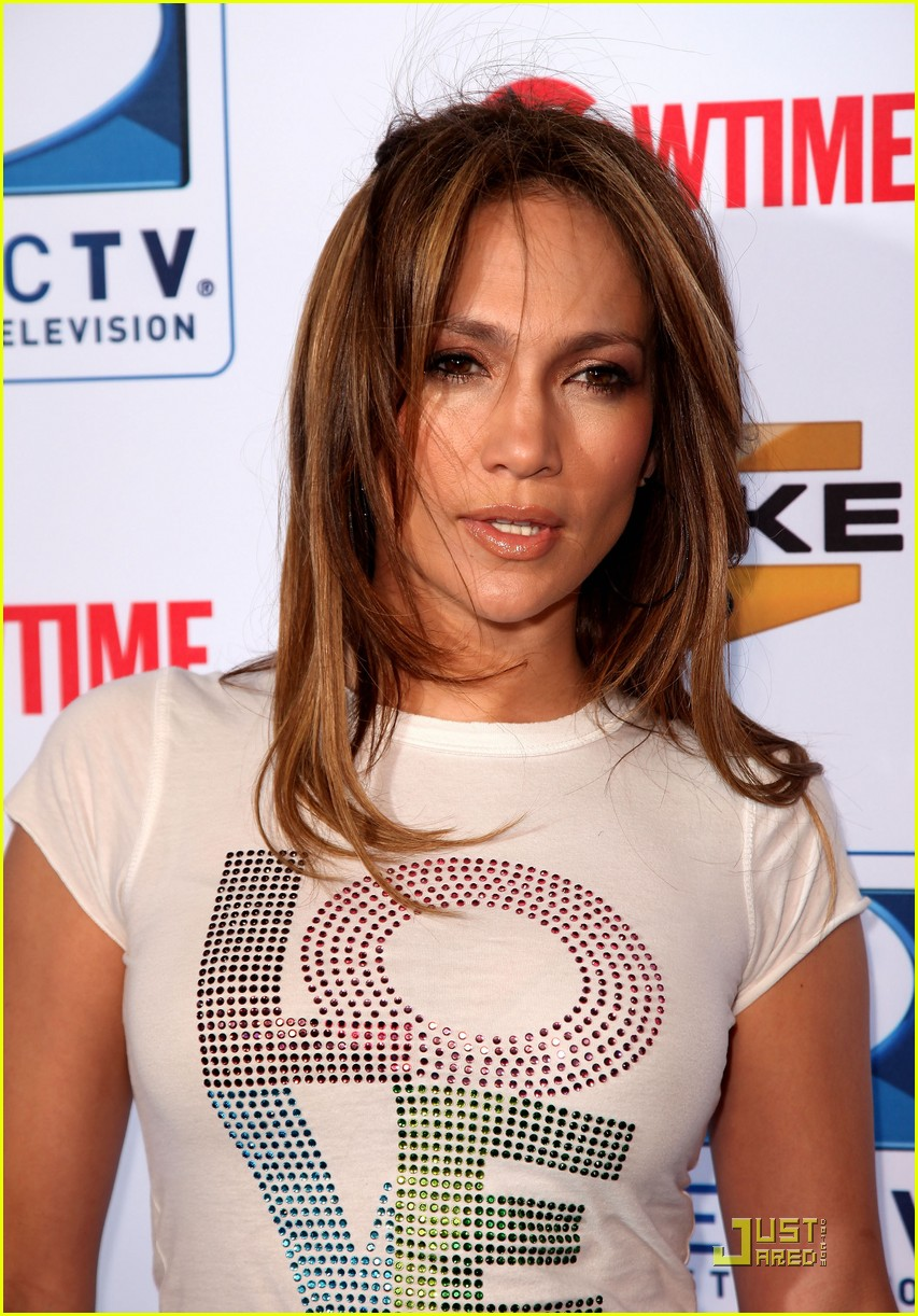 jennifer lopez directv celebrity beach bowl 12
