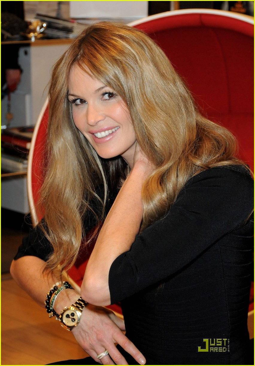 elle macpherson host of britains next top model 012424788
