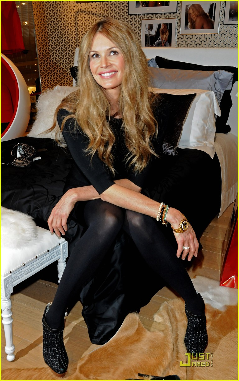 elle macpherson host of britains next top model 02
