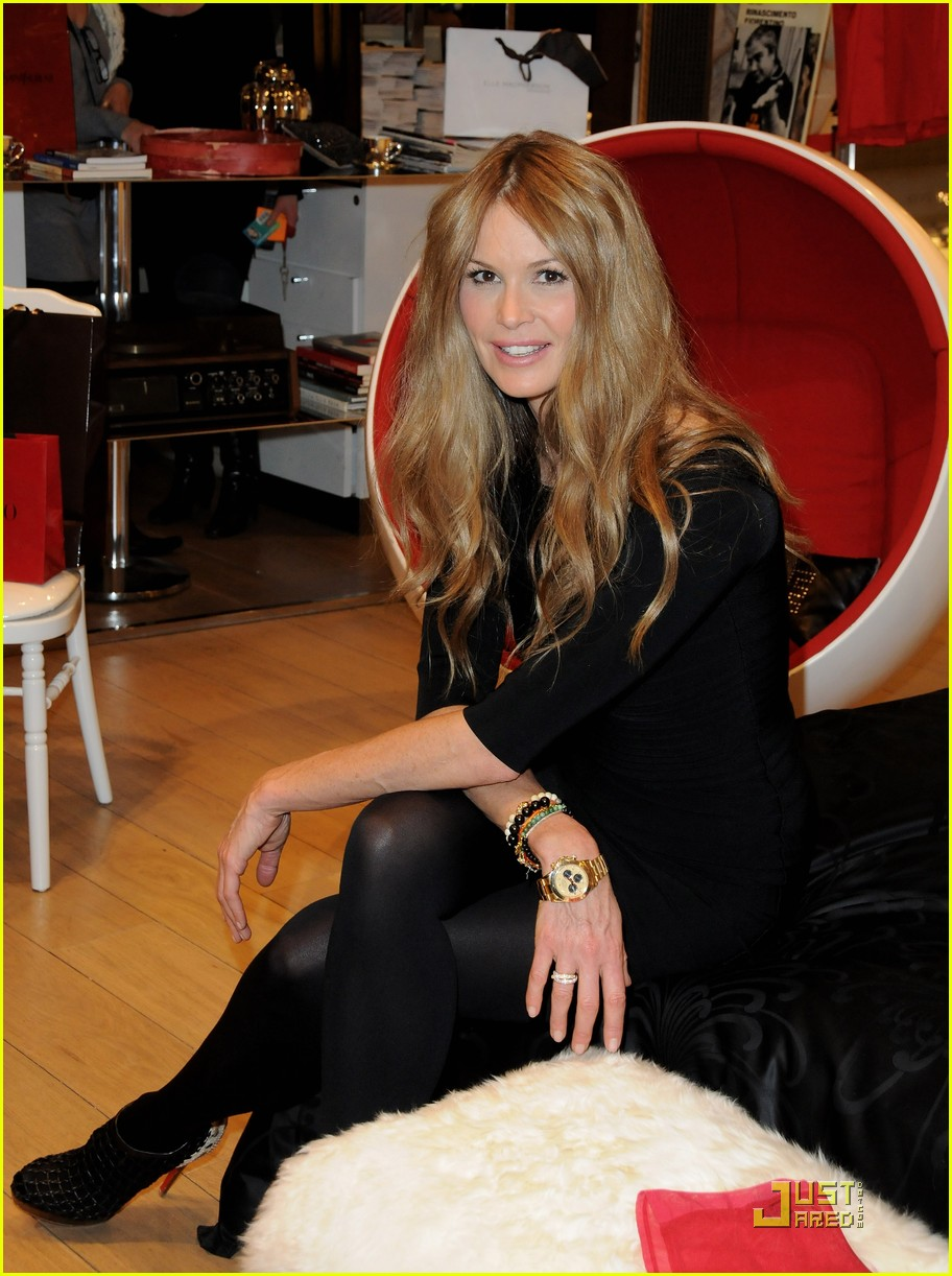 elle macpherson host of britains next top model 14
