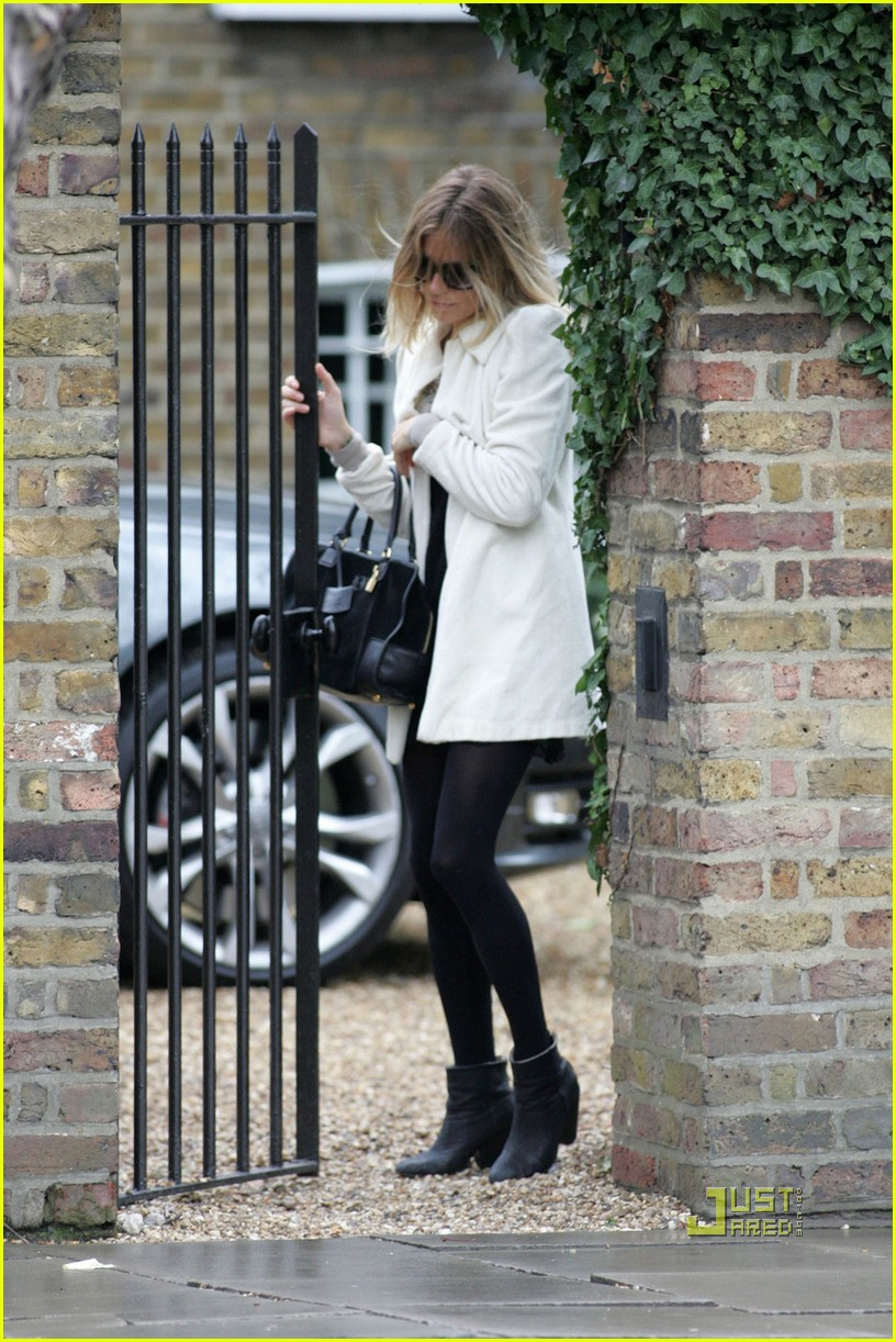 sienna miller leaves jude law house 012413672