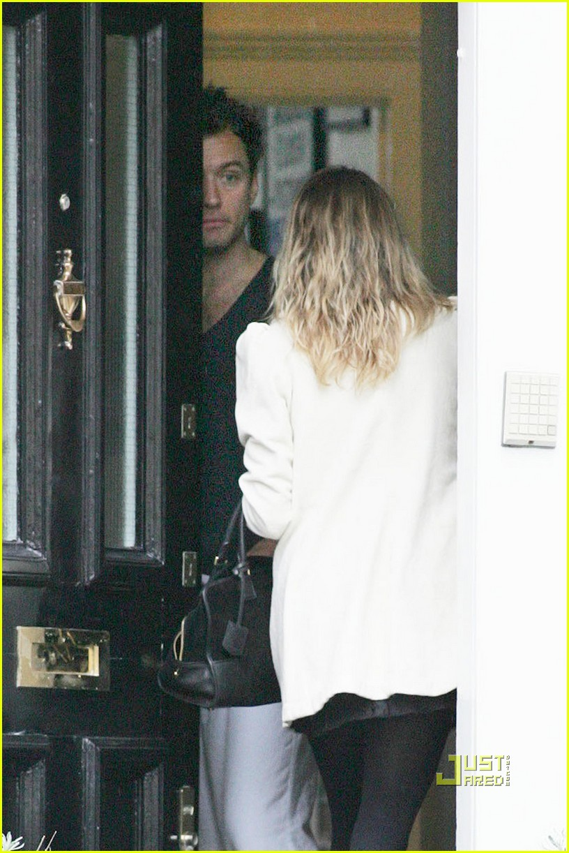 sienna miller leaves jude law house 02