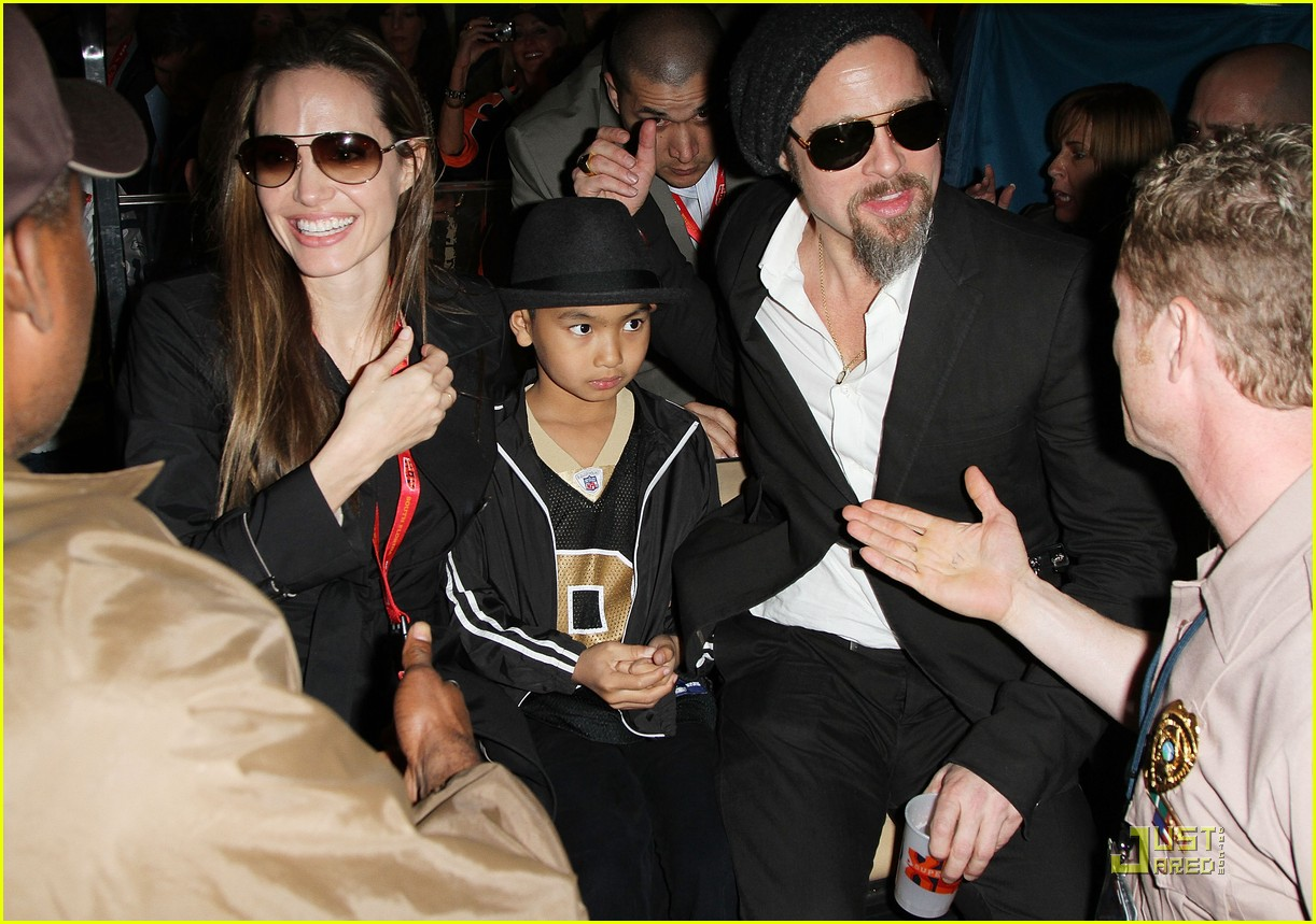 angelina jolie brad pitt superbowl sweethearts 042426027