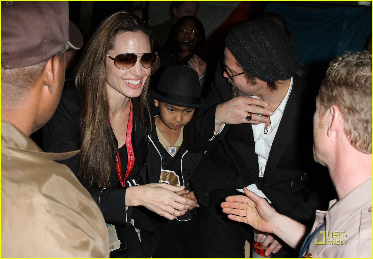 angelina jolie brad pitt superbowl sweethearts 102426033