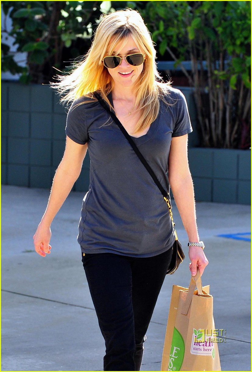 reese witherspoon coffee whole foods 012427498