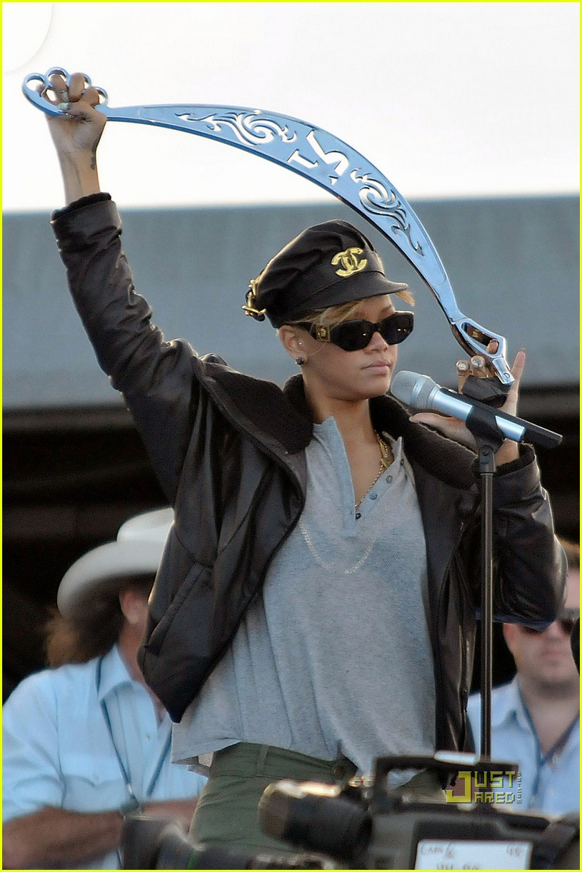 rihanna pepsi super bowl sword slinging 022425214