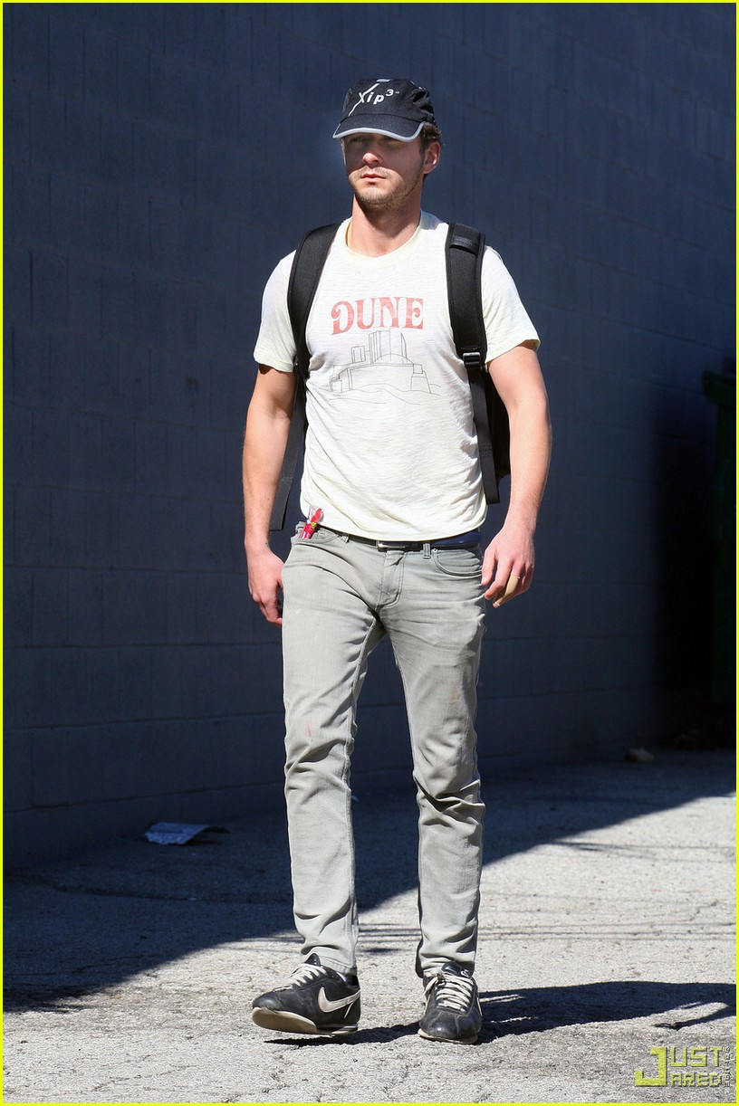 shia labeouf dune shirt gym 012426881