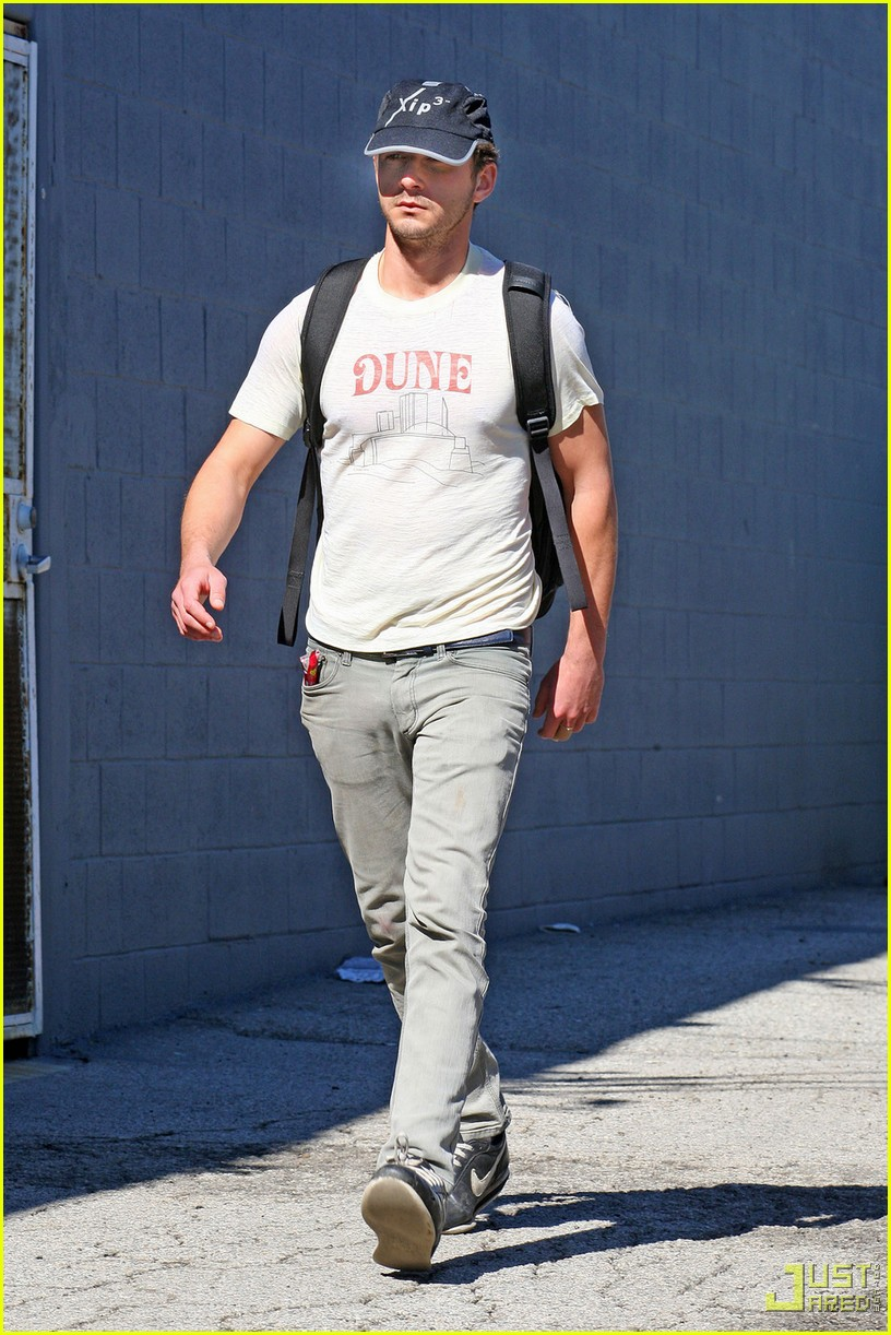 shia labeouf dune shirt gym 05