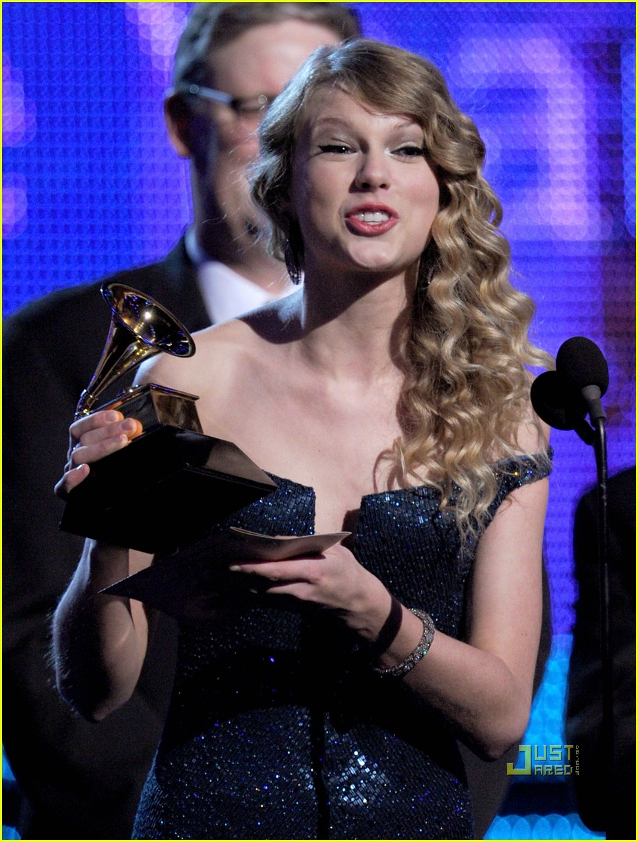 Taylor Swift Wins Album Of The Year Grammy For Fearless Photo 2413257 2010 Grammy Awards Taylor Swift Pictures Just Jared