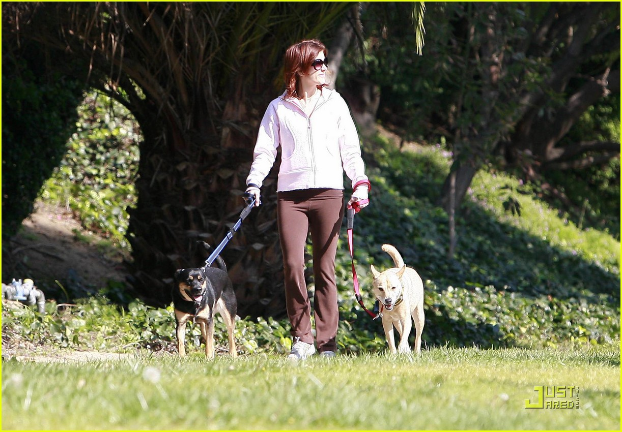 kate walsh dotes on her dogs 06