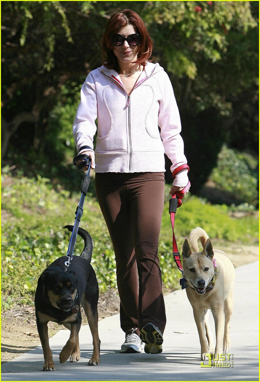 kate walsh dotes on her dogs 09