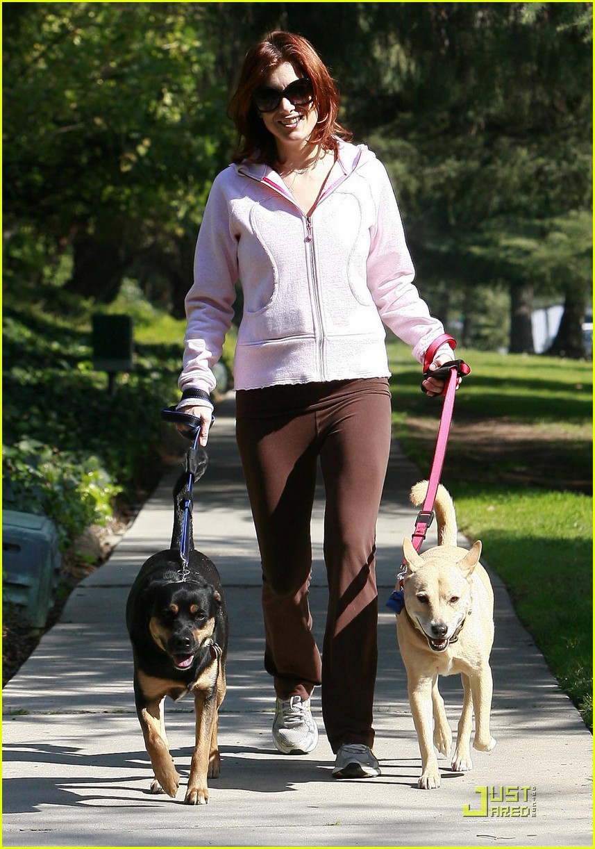 kate walsh dotes on her dogs 102413378