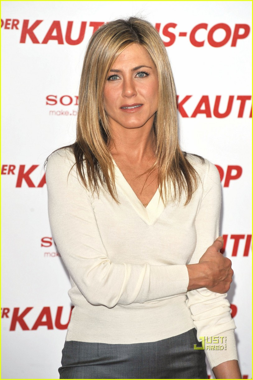 jennifer aniston is a berlin babe: photo 2438264 | gerard butler
