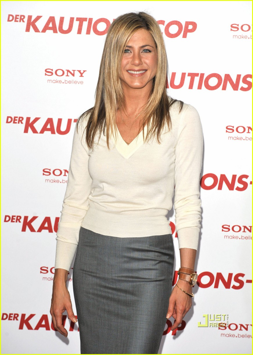 jennifer aniston is a berlin babe: photo 2438267 | gerard butler