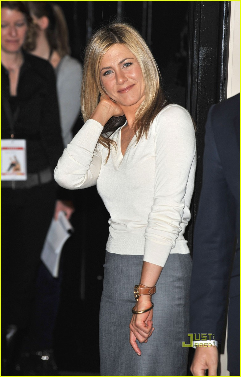 jennifer aniston is a berlin babe: photo 2438272 | gerard butler