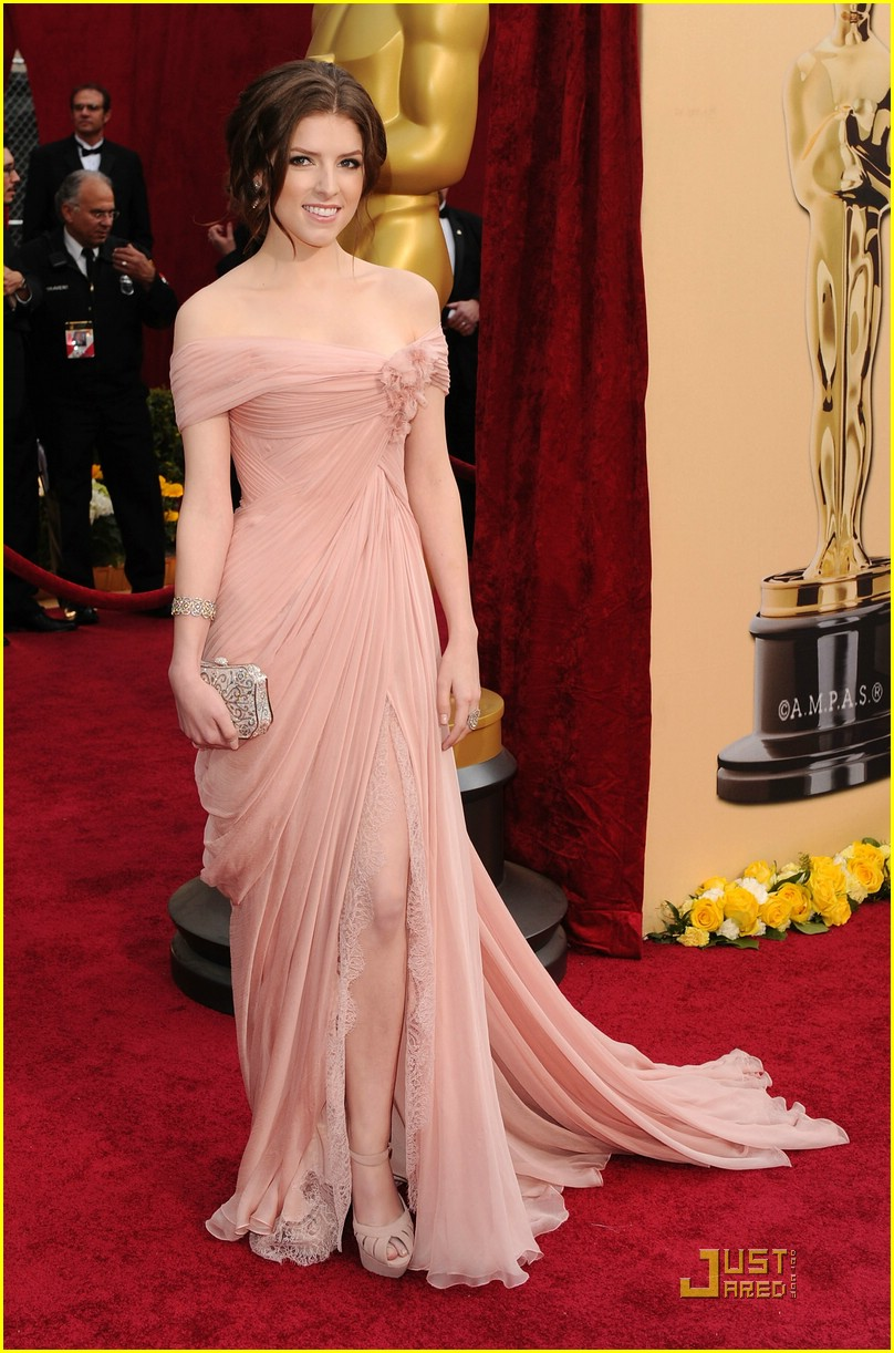 Anna kendrick oscars 2010 red carpet photo 2432689 2010 oscars anna kendrick pictures - Dresses from the red carpet ...