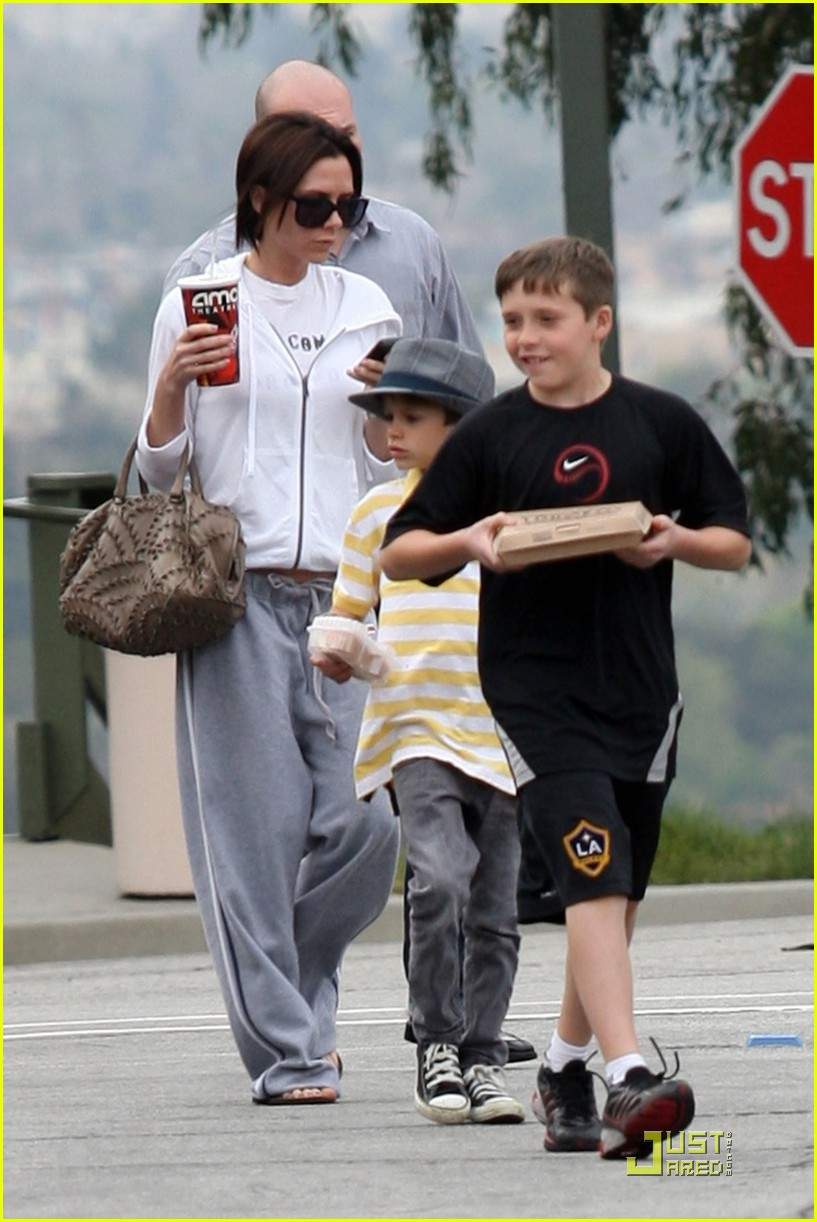 Full Sized Photo of victoria beckham and family watch ... Victoria Beckham