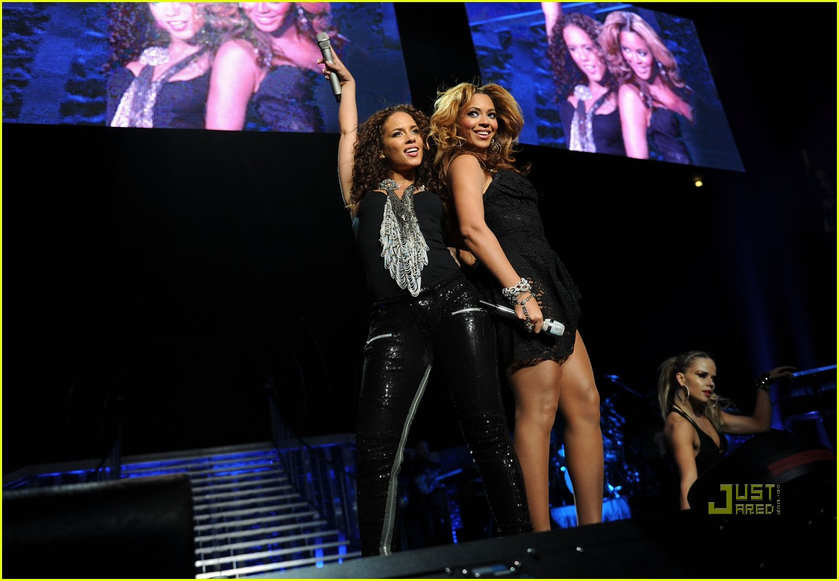 4ee41d3b194 Alicia Keys   Beyonce Put It In A Love Song in NYC  Photo 2435641 ...