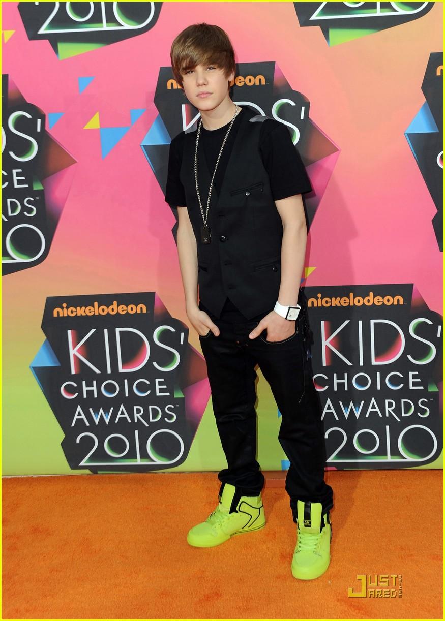 Justin Bieber -- 2010 Kids' Choice Awards Orange Carpet ...