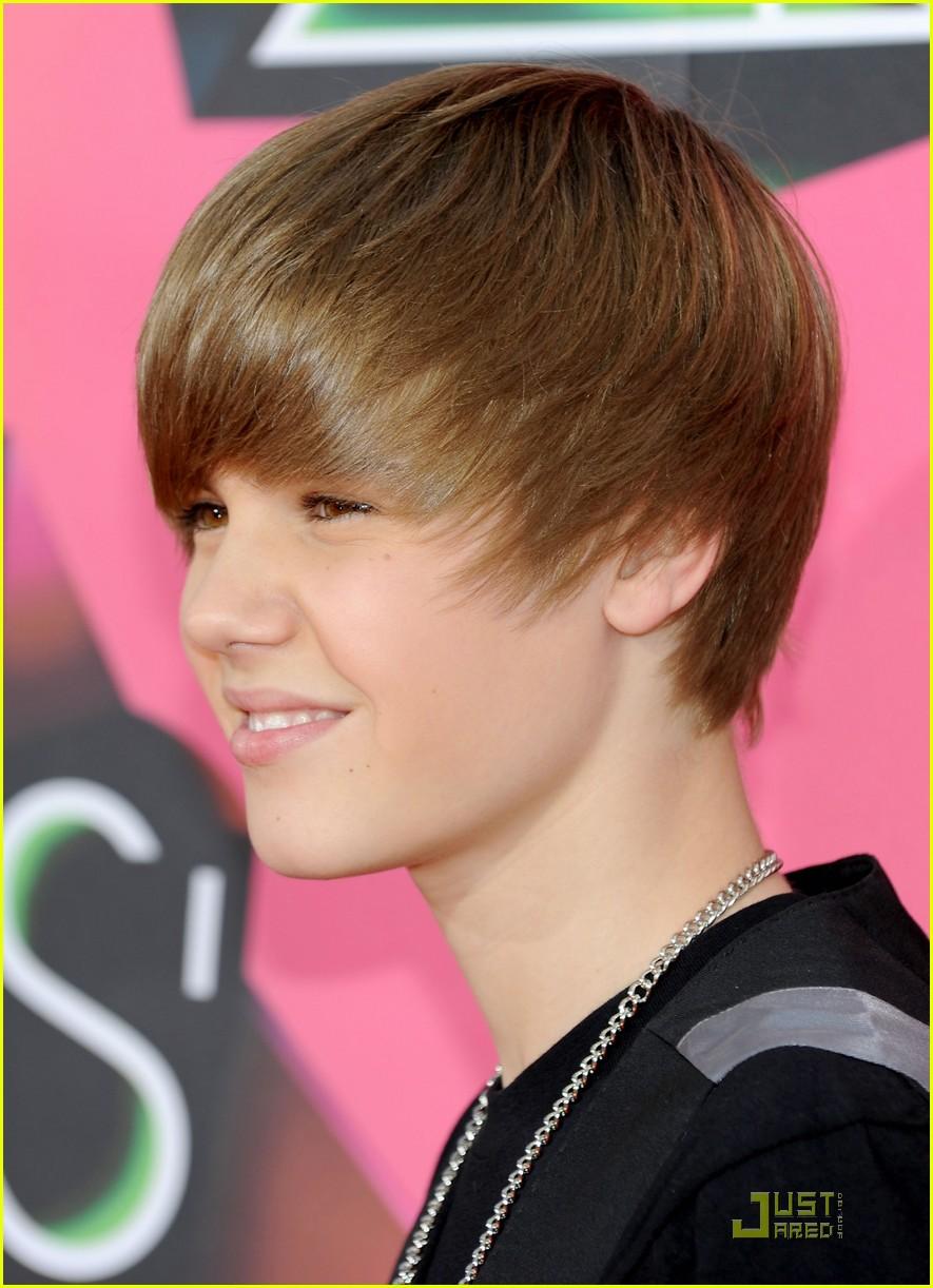 Justin Bieber 2010 Kids Choice Awards Orange Carpet Photo
