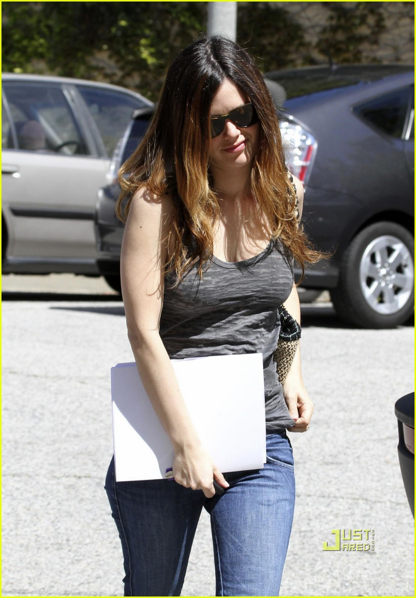 rachel bilson pregnancy rumors 01