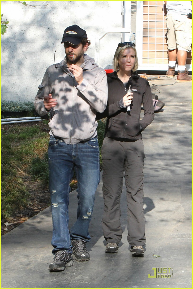 bradley cooper renee progress pair 10