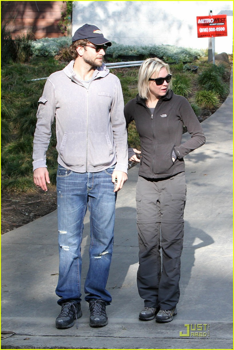 bradley cooper renee progress pair 16