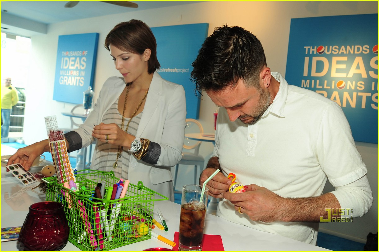 katharine mcphee david arquette teri hatcher marcia cross pepsi refresh project cafe 022438313