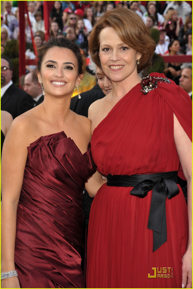 penelope cruz 2010 oscars red carpet 012432798