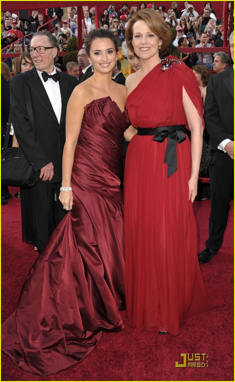 penelope cruz 2010 oscars red carpet 04
