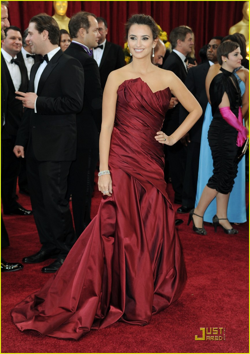 penelope cruz 2010 oscars red carpet 05