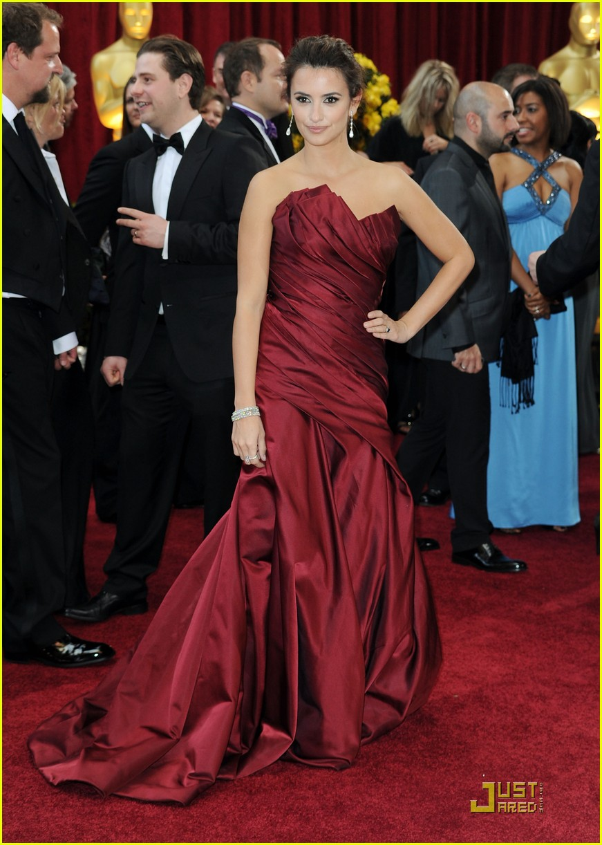 penelope cruz 2010 oscars red carpet 06