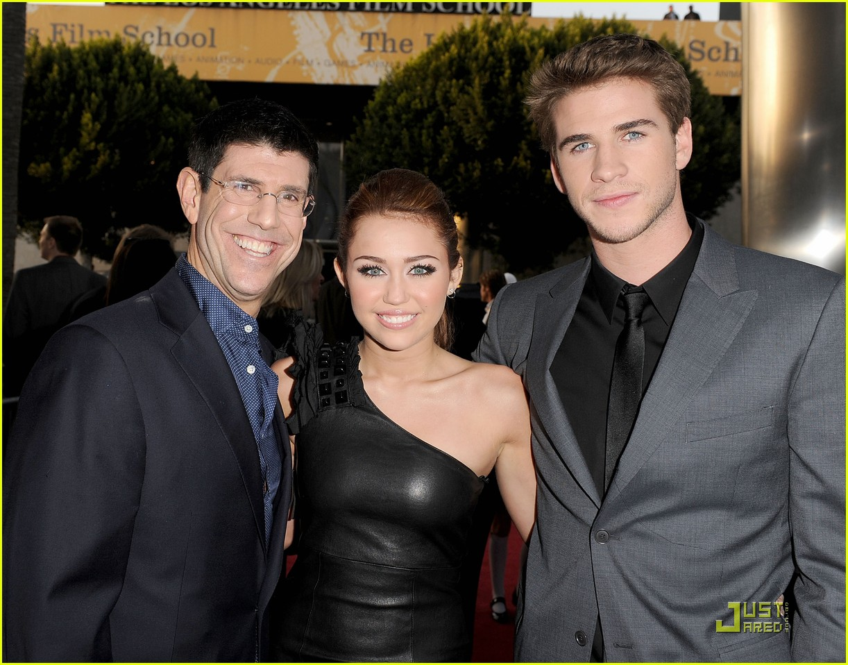 Miley Cyrus & Liam Hemsworth Sing 'The Last Song': Photo 2437486