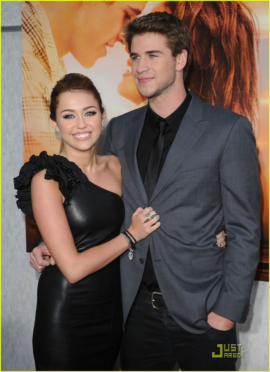 miley cyrus liam hemsworth sing the last song 232437504