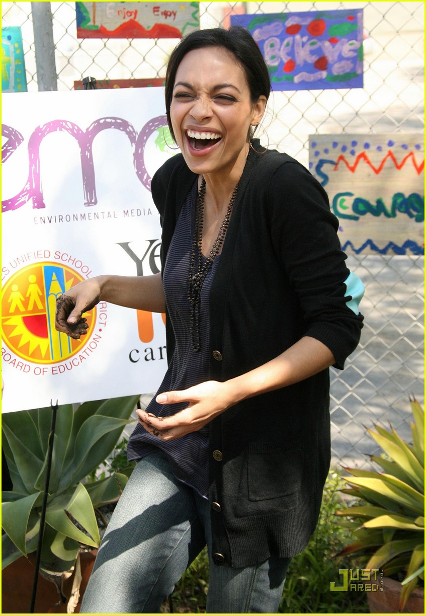 rosario dawson goes green 112434698