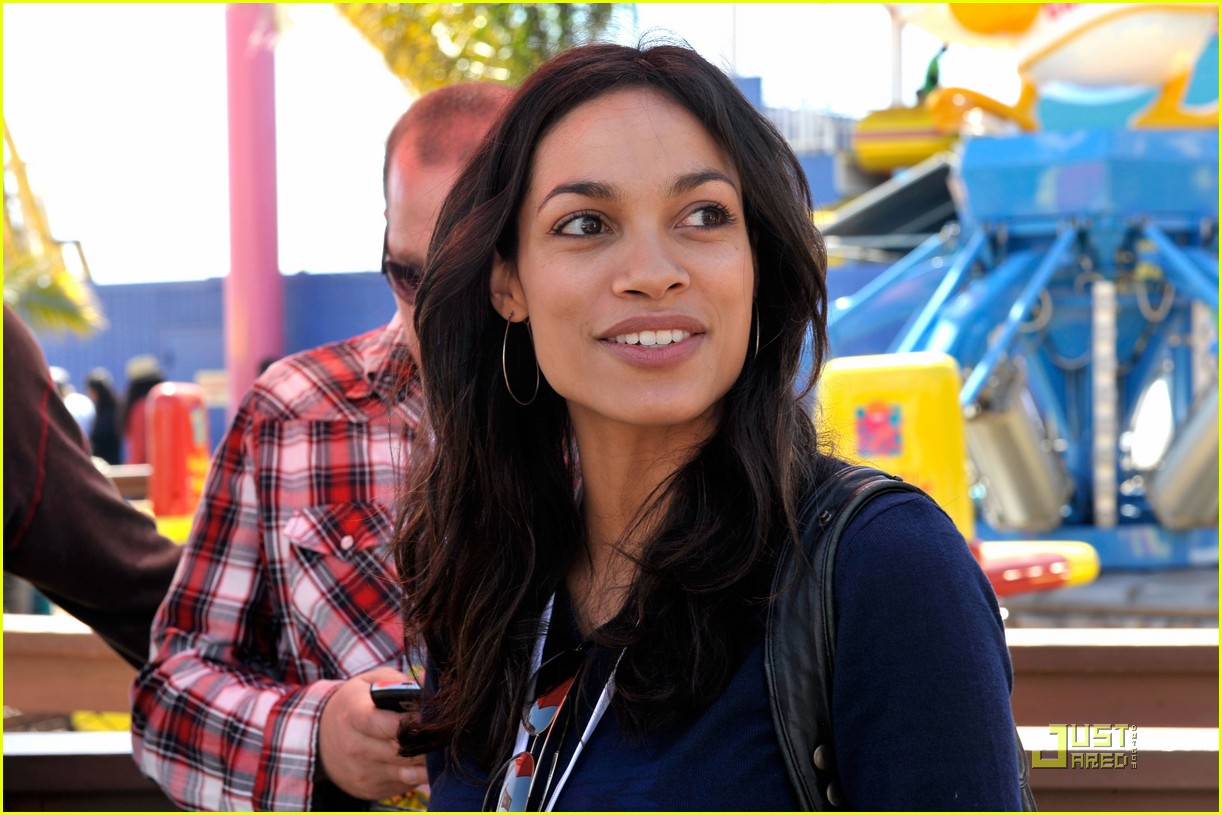 rosario dawson goes green 202434707