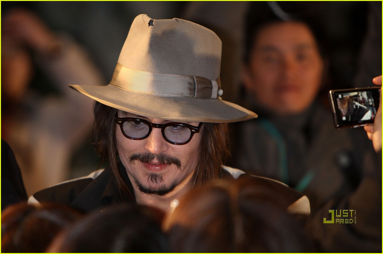 johnny depp alice in wonderland japan premire 02