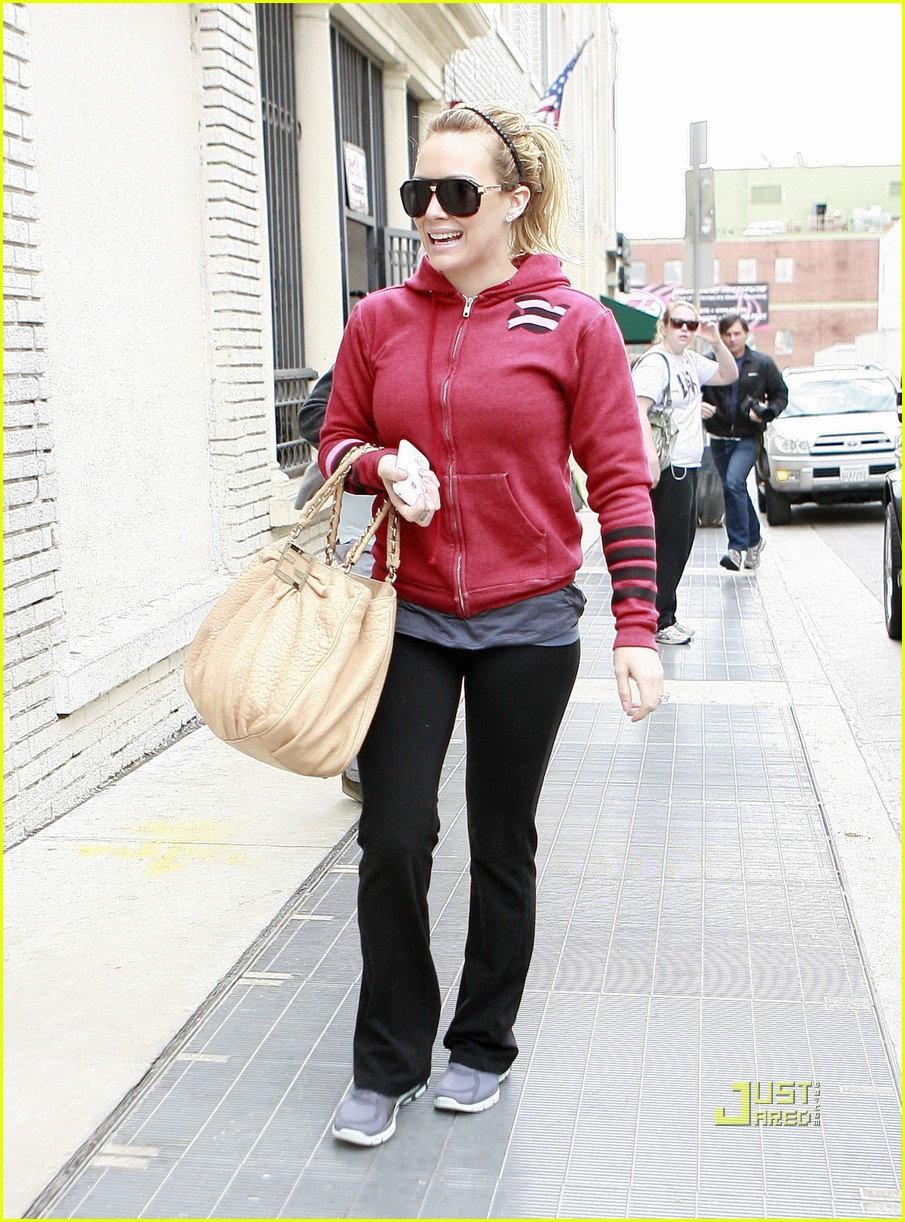 hilary duff gym red sweatshirt 08