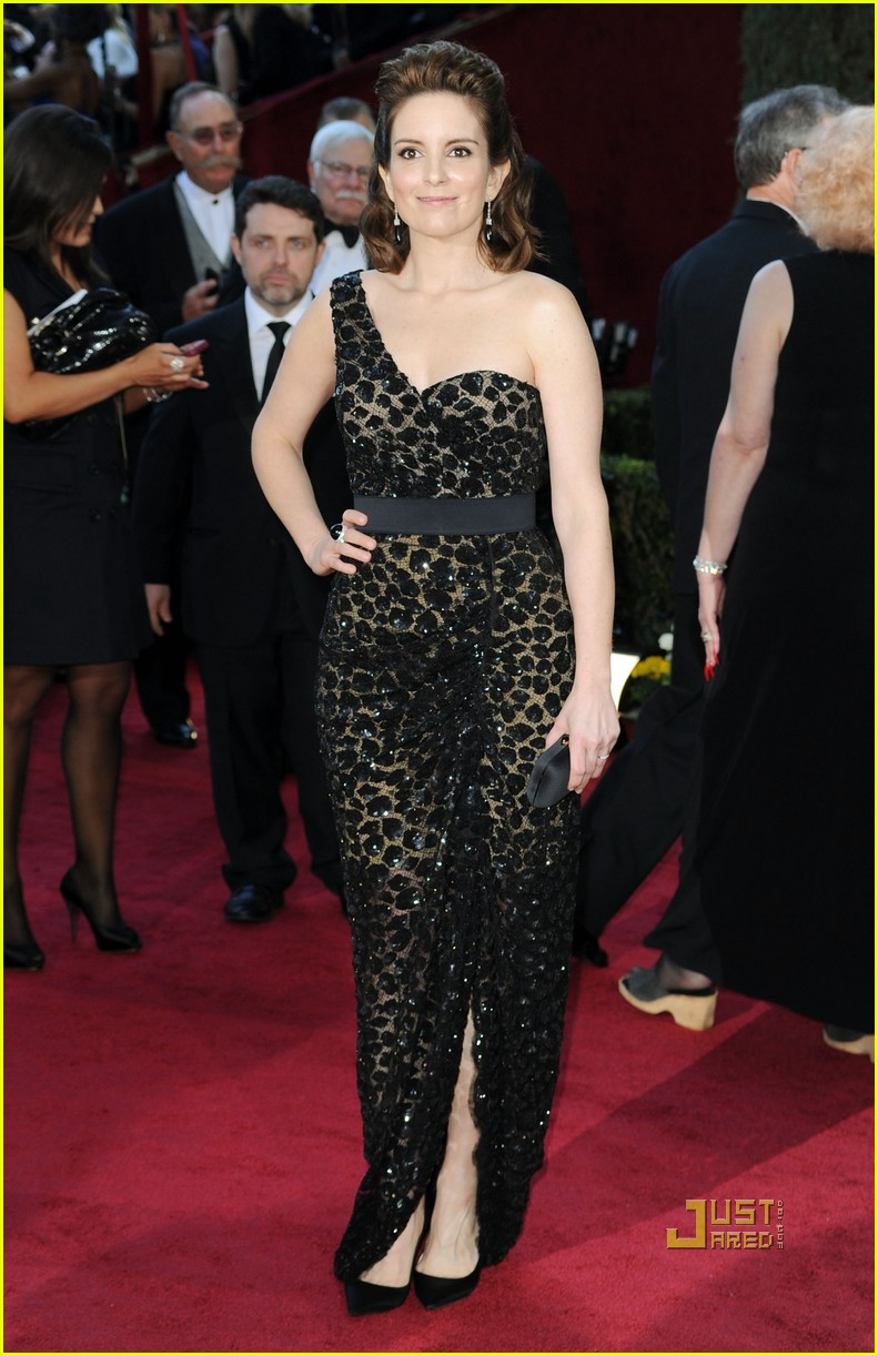 tina fey 2010 oscars red carpet 02
