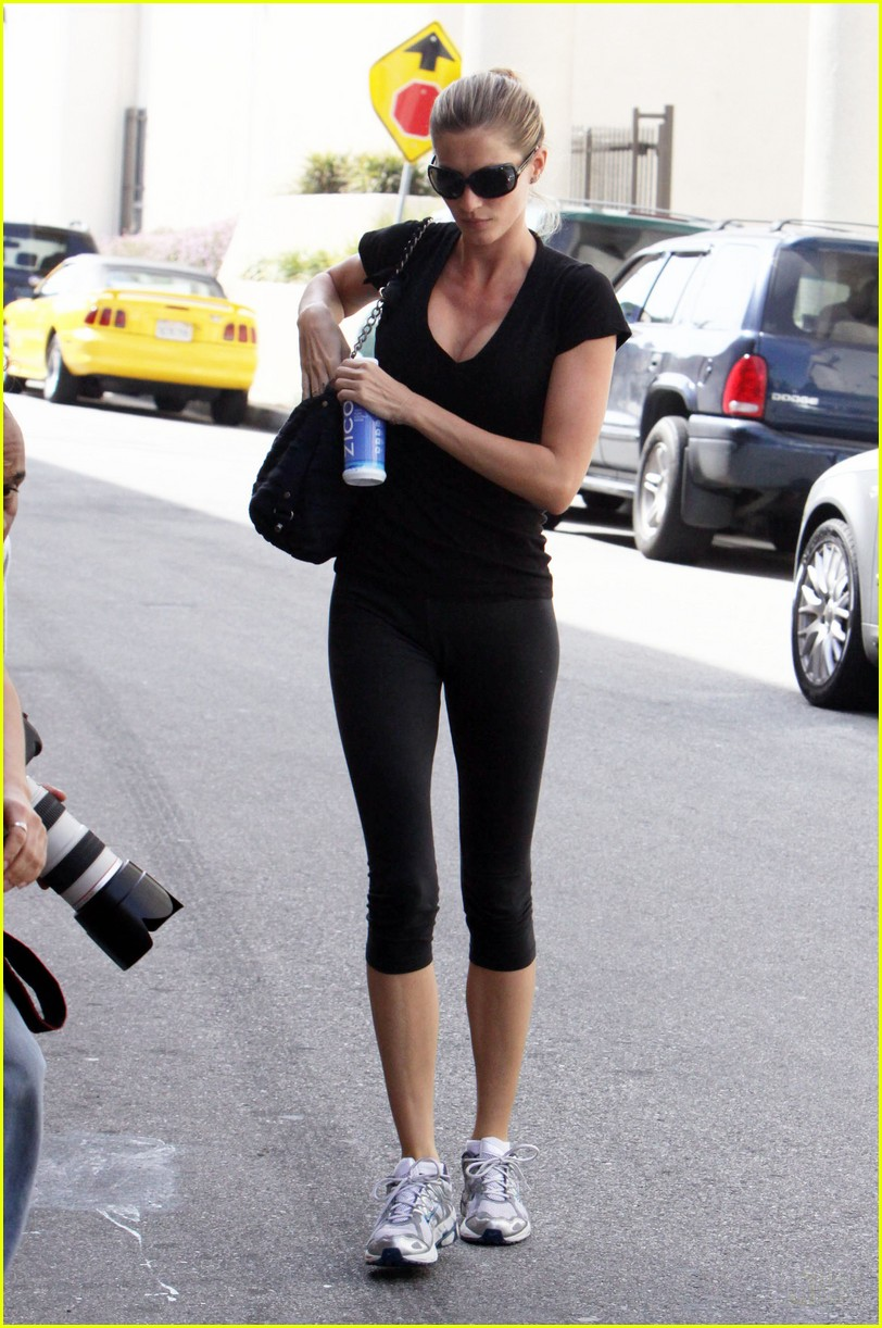 Full Sized Photo of gisele bundchen zico coconut water 04 ... Gisele Bundchen