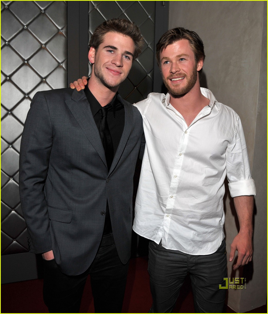 chris hemsworth liam hemsworth last song premiere 032437697
